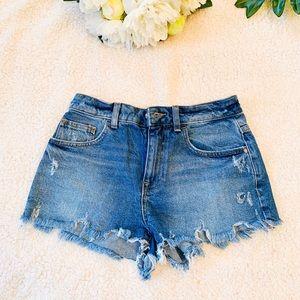 Women's shorts size 25.